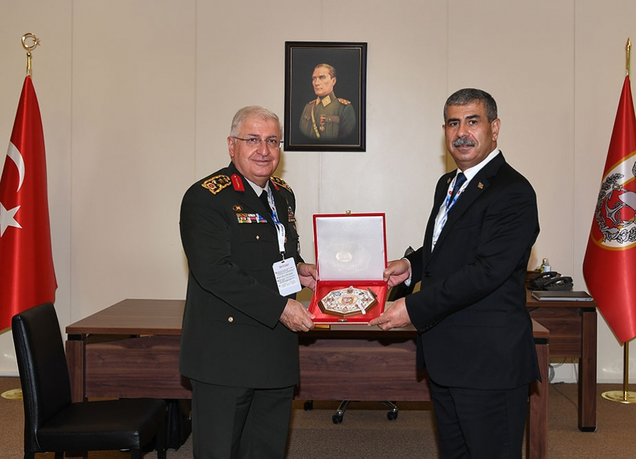 Azerbaijan's defense minister meets with Turkish Chief of General Staff